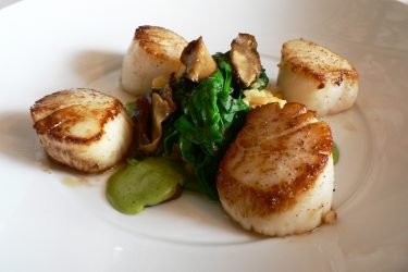Scallops with Spinach and Mushrooms, photo by Hispanic Kitchen