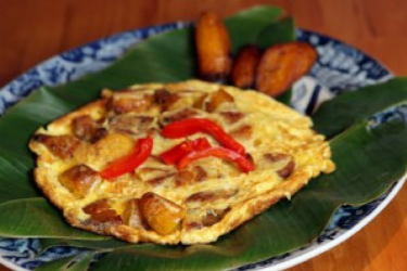 Tortilla de Plátano Maduro Frito (Sweet Plantain Omelet), photo by Hispanic Kitchen