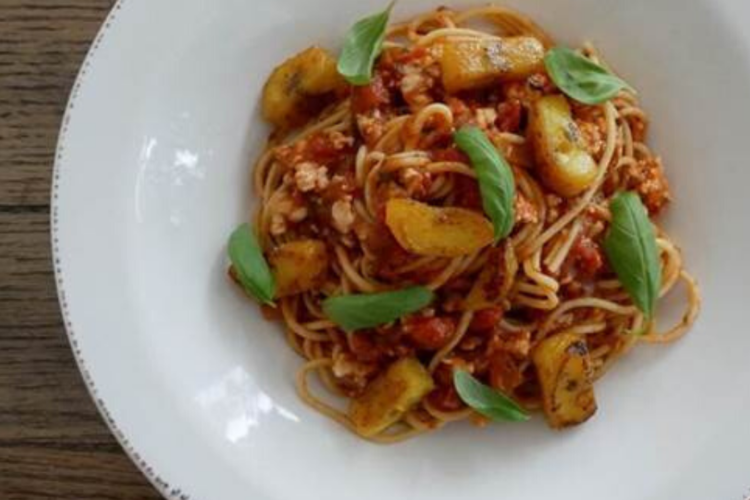 Spaghetti with Turkey and Sweet Plantain, photo by Santiago Gomez de la Fuente